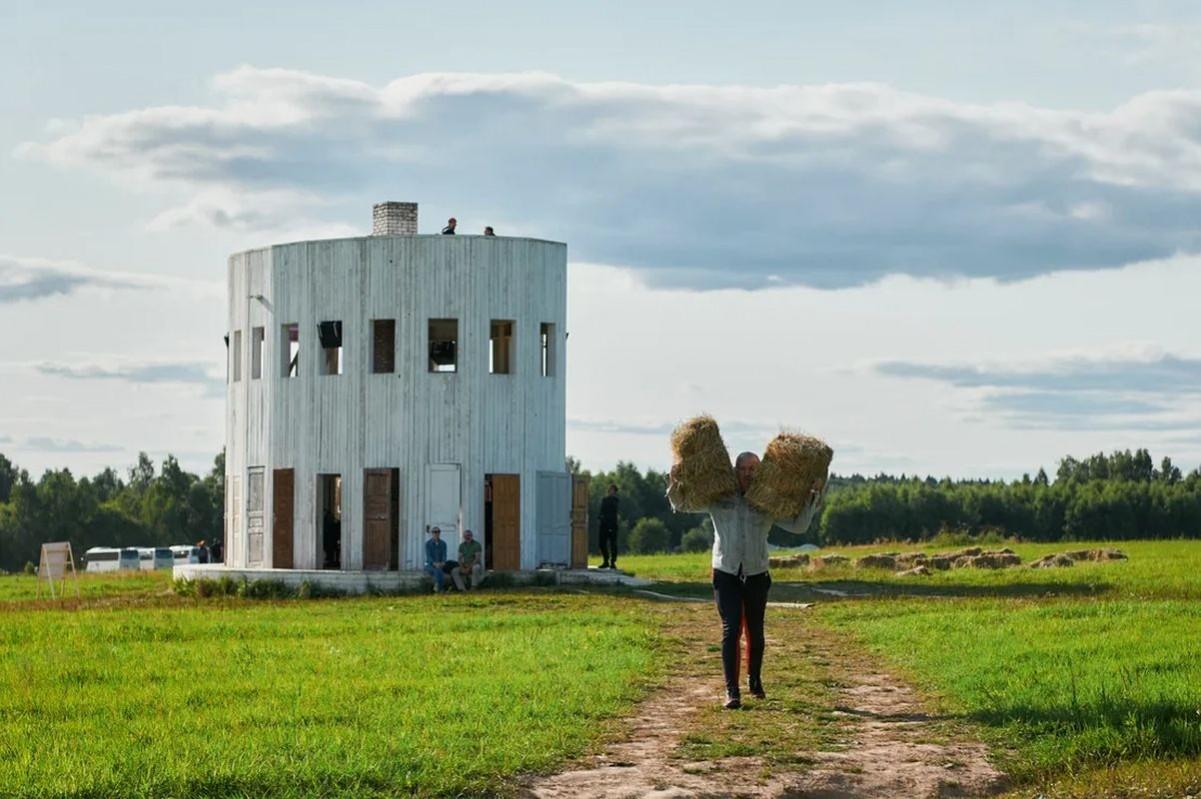Архитектурный «бал» в Никола-Ленивце