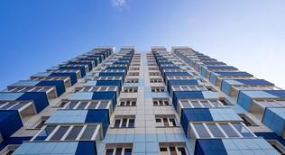 Объем ввода жилья в России по итогам четырех месяцев снизился на 5%