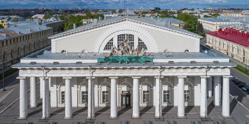 Здание Биржи в Петербурге