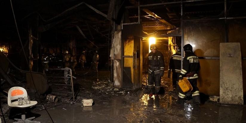 Работы на месте пожара в ТРЦ в Кемерово
