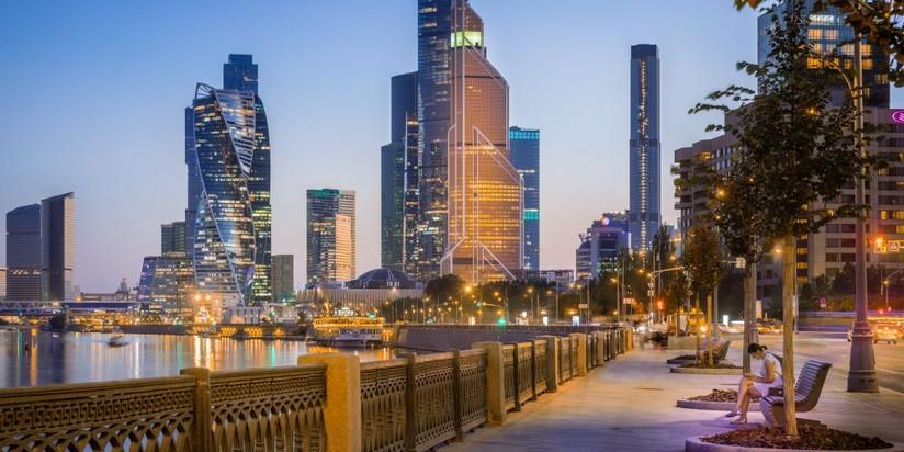 Москва-Сити с набережной