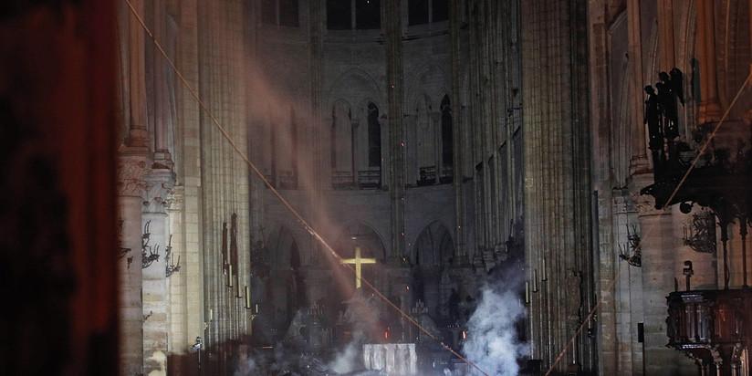 Собор Парижской Богоматери (Нотр-Дам) пожар