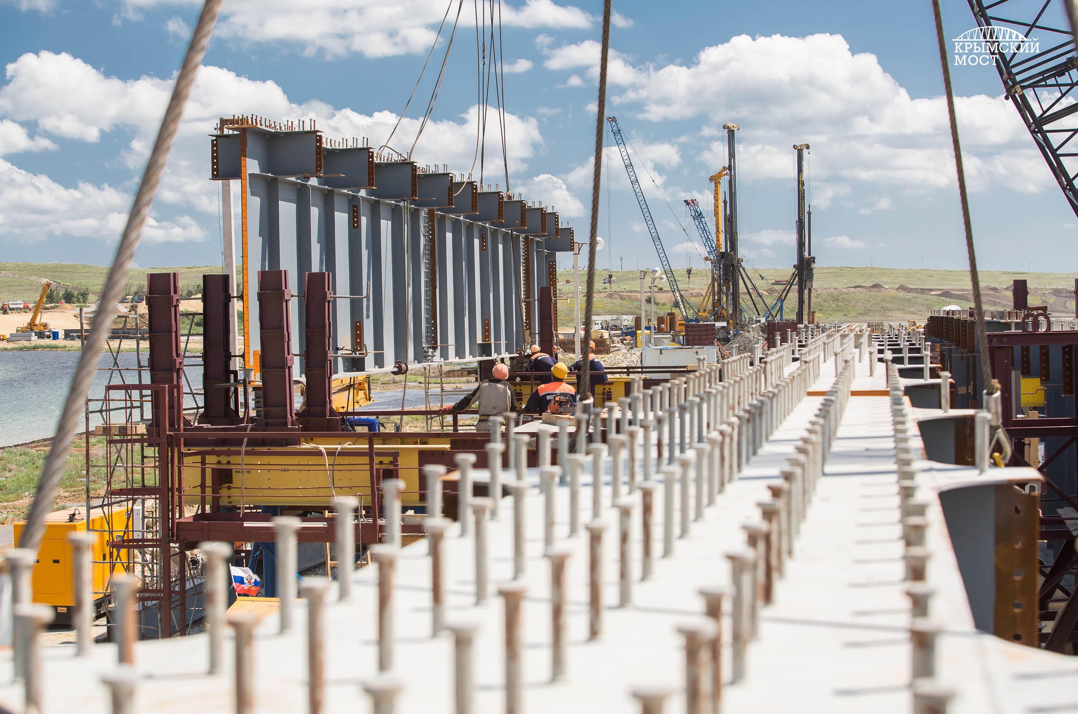 Нам песня строить и жить помогает: Строители Крымского моста спели о своей работе (видео)